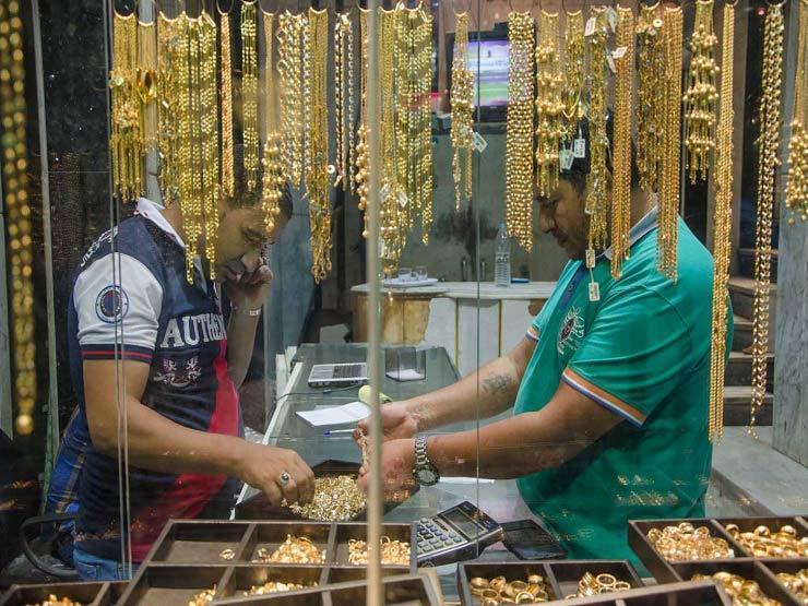 هبوط حاد في سعر الذهب والجرام يتراجع 7 جينهات اليوم