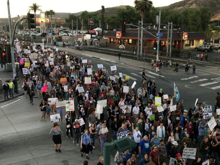 """تظاهرات ضد """"معسكرات اعتقال"""" المهاجرين من كاليفورنيا إلى واشنطن"""