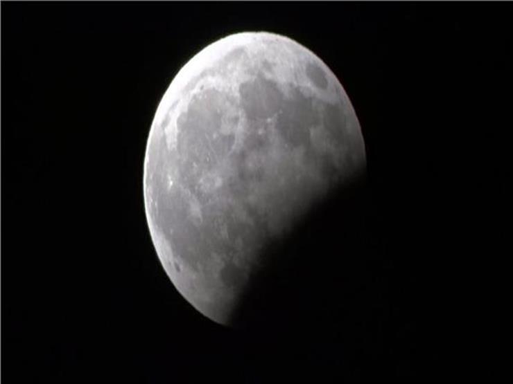 """""""القرص أصغر من حجمه"""".. تفاصيل آخر خسوف للقمر في 2019 الليلة"""
