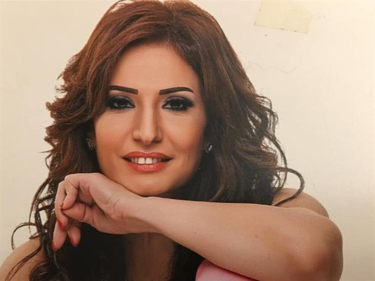"""فيديو  أمل رزق باكية: """"مش عاوزة حاجة من حد"""""""