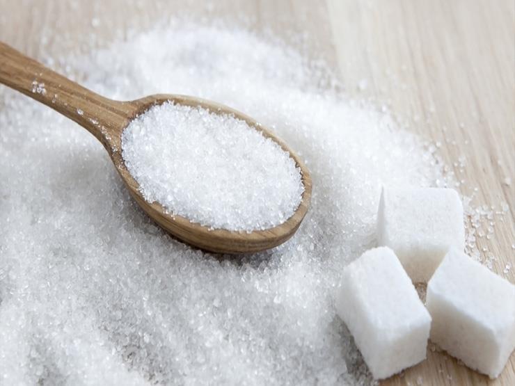 أسعار السكر الأبيض تتراجع 200 جنيه للطن بسبب زيادة المعروض