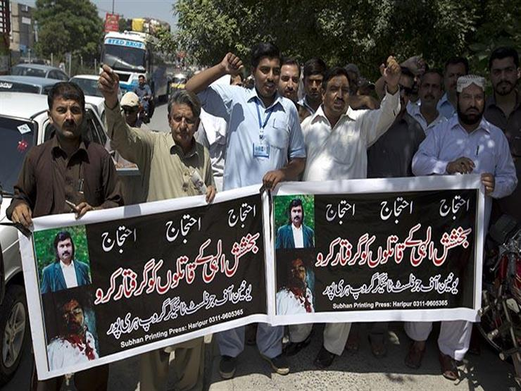 الصحفيون في باكستان ينظمون مظاهرات للاحتجاج على الرقابة وشطب الوظائف