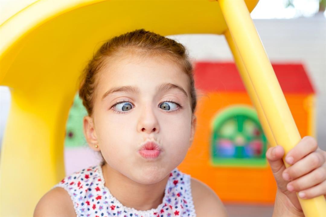 الحَول الكاذب قد يصيب عين طفلك.. إليكِ الأسباب والعلاج
