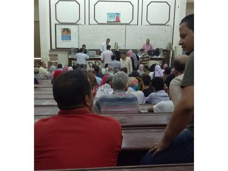 زحام في مقر تظلمات الثانوية بالقليوبية.. وطلاب: إن شاء الله ربنا ينصفنا
