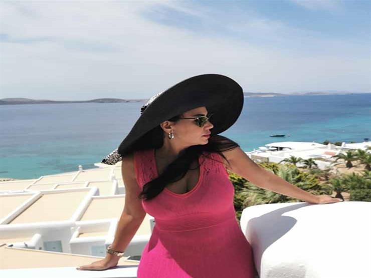 فيديو| وصلة رقص لرانيا يوسف بفستان أحمر في اليونان
