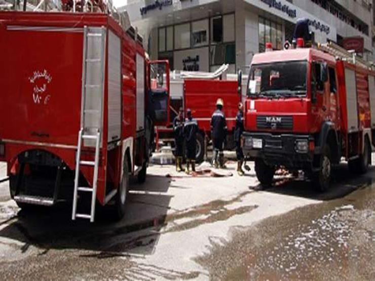 """بـ""""حلل وجراكن"""".. أهالي يملؤون خزان سيارة إطفاء للسيطرة على حريق بكفر الشيخ"""