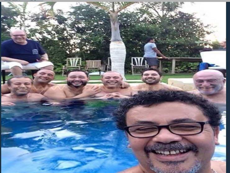 بسبب صورة في حمام سباحة.. وصلة كوميدية بين صلاح عبدالله وعمرو عرفة
