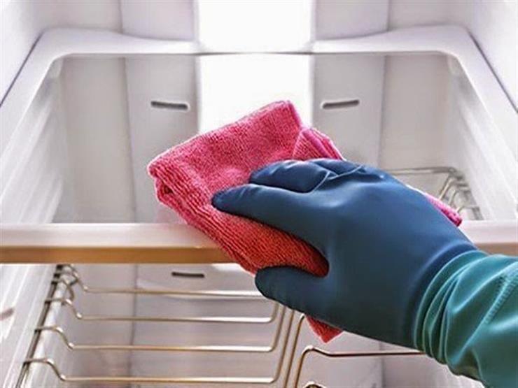 منعاً للأمراض وارتفاع فاتورة الكهرباء.. نظفي ثلاجتك بهذه الخطوات البسيطة