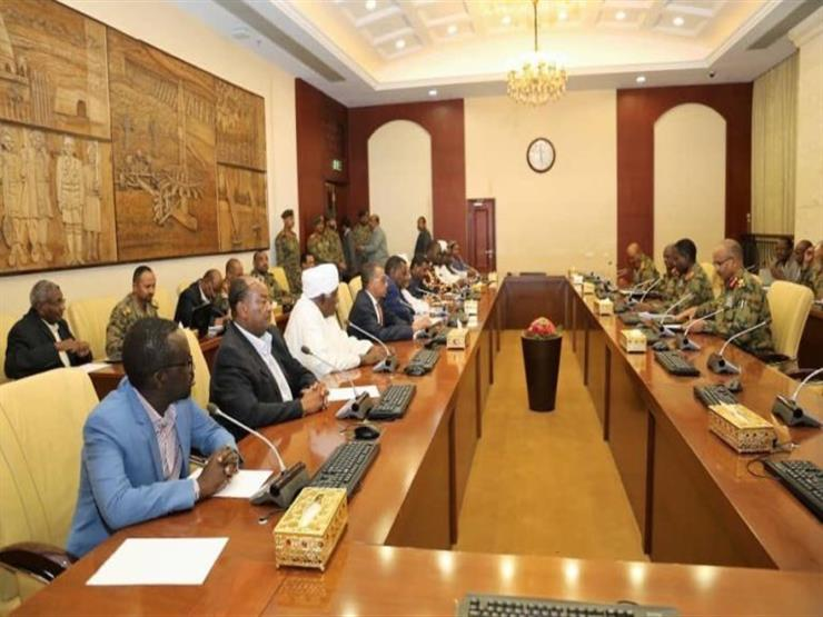 التلفزيون السوداني: المجلس العسكري وقوى الحرية والتغيير يوقعان بعد قليل على الاتفاق السياسي