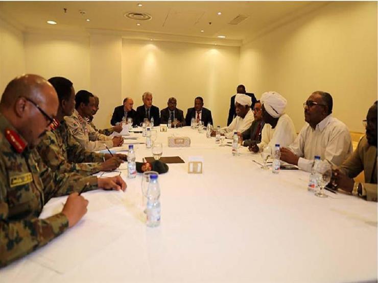 """المجلس العسكري السوداني وقوى الحرية يوقعان """"الاتفاق السياسي"""""""