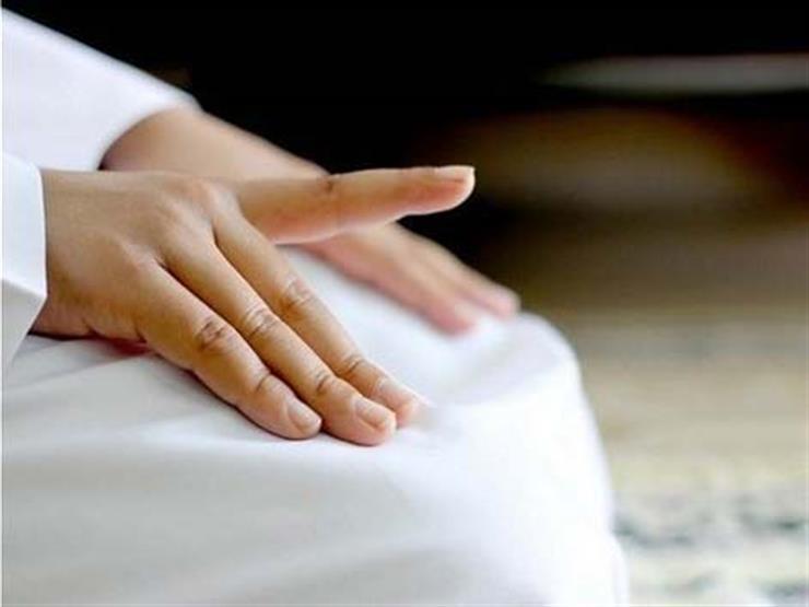 صفة حركة الأصبع في التشهد في الصلاة.. تعرف عليها من الإفتاء