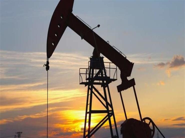 النفط يرتفع بفعل توقعات بمزيد من تخفيضات إنتاج أوبك