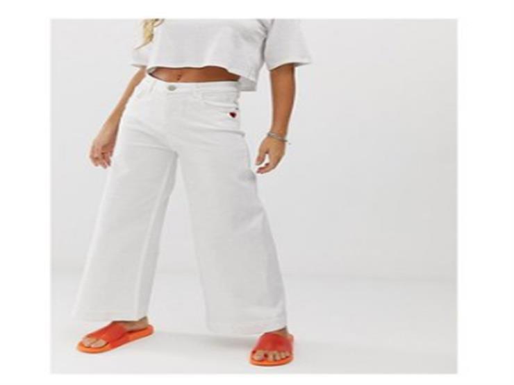 الجينز في صيف 2019.. أبيض وبأرجل واسعة