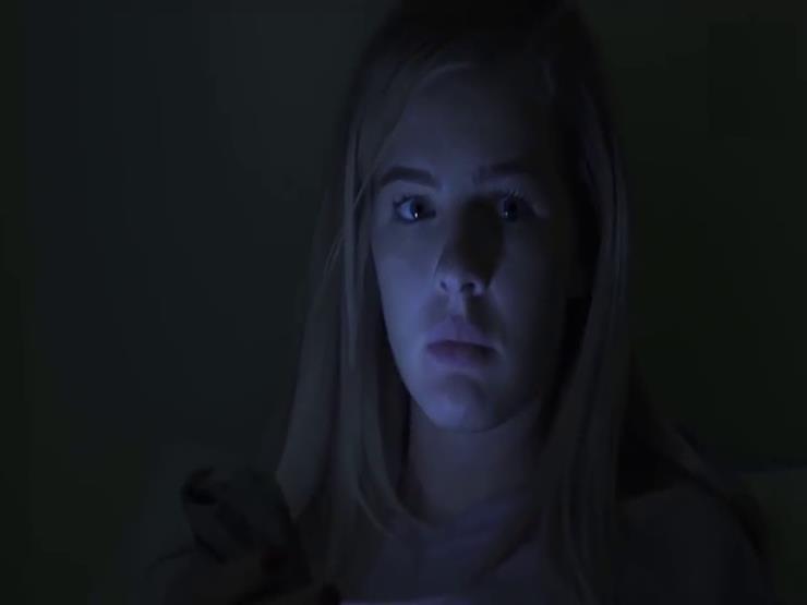 ماذا يحدث لعقلك وجسمك عند مشاهدة أفلام الرعب ليلا؟