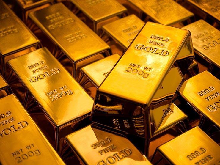 أسعار الذهب تتراجع عالميا مع ارتفاع الدولار