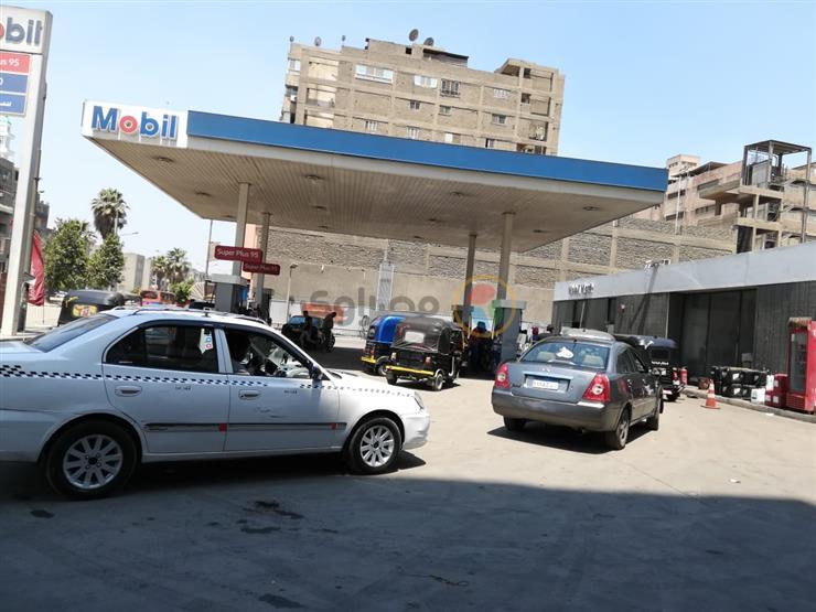 بعد تحريكها.. وضع لافتات بأسعار الوقود الجديدة داخل المحطات في المنوفية