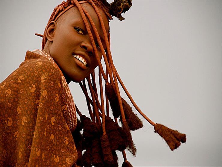 بالصور- دهن الماعز والدلكة.. مستحضرات التجميل الطبيعية عند القبائل الإفريقية