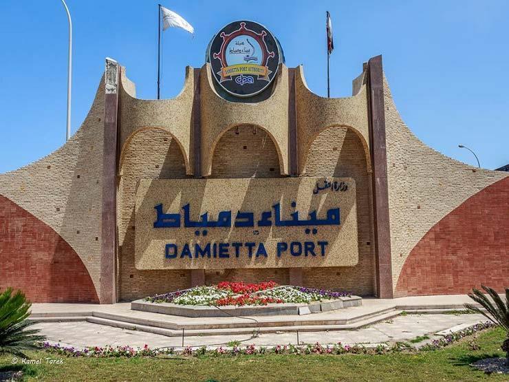 ميناء دمياط يستقبل 9 سفن ويصدر 23 ألف طن ملح