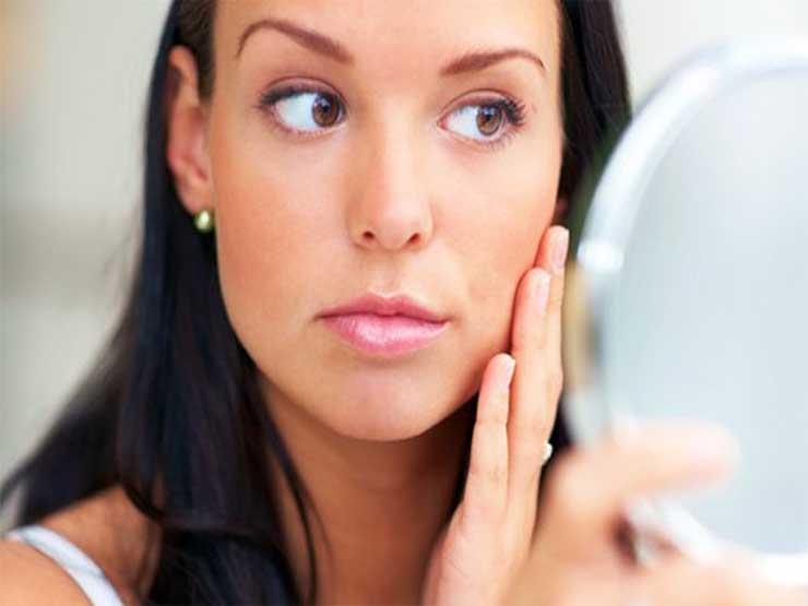 شعر الذقن لدى المرأة ينذر بهذه الأمراض الخطيرة