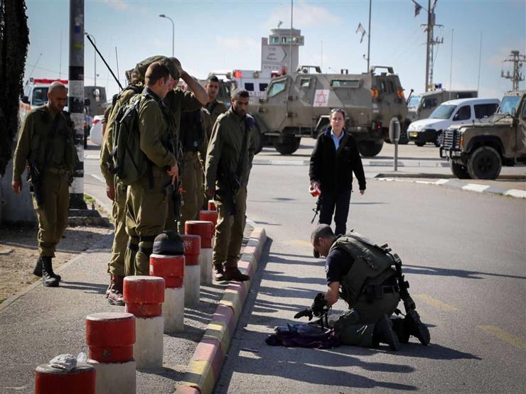الاحتلال يعتقل شابًا ووالده بزعم تنفيذه عملية دهس إسرائيليين