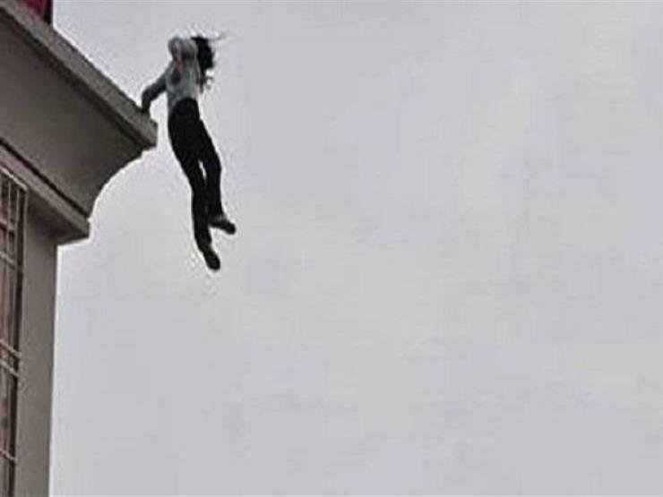 هربًا من جحيم الزوج.. سيدة تقفز من الطابق الثاني بالعمرانية