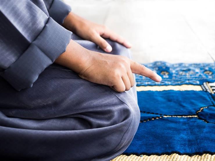 ما حكم الصلاة على مواعيد إذاعة القرآن في القاهرة وأنا بمحافظة أخرى؟.. أمين الفتوى يجيب