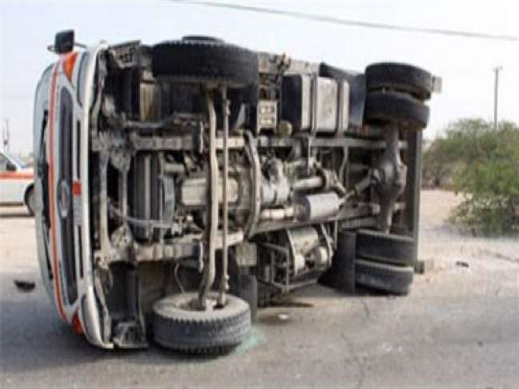 إصابة ١٩ عاملا في انقلاب سيارة بالبحيرة