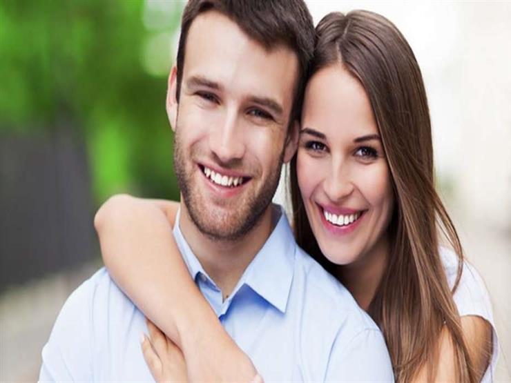 دراسة تكشف علاقة الضحك الحب بفترة الزواج