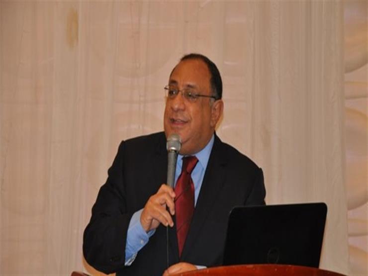 رئيس جامعة حلوان يتفقد مجمع المدرجات للاطمئنان على تطبيق الإجراءات الاحترازية