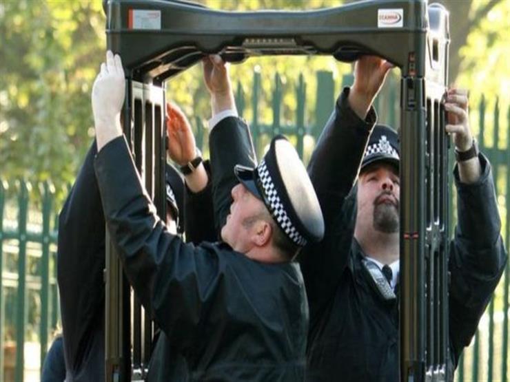 لماذا تحتاج بريطانيا لوضع شرطي في كل مدرسة؟