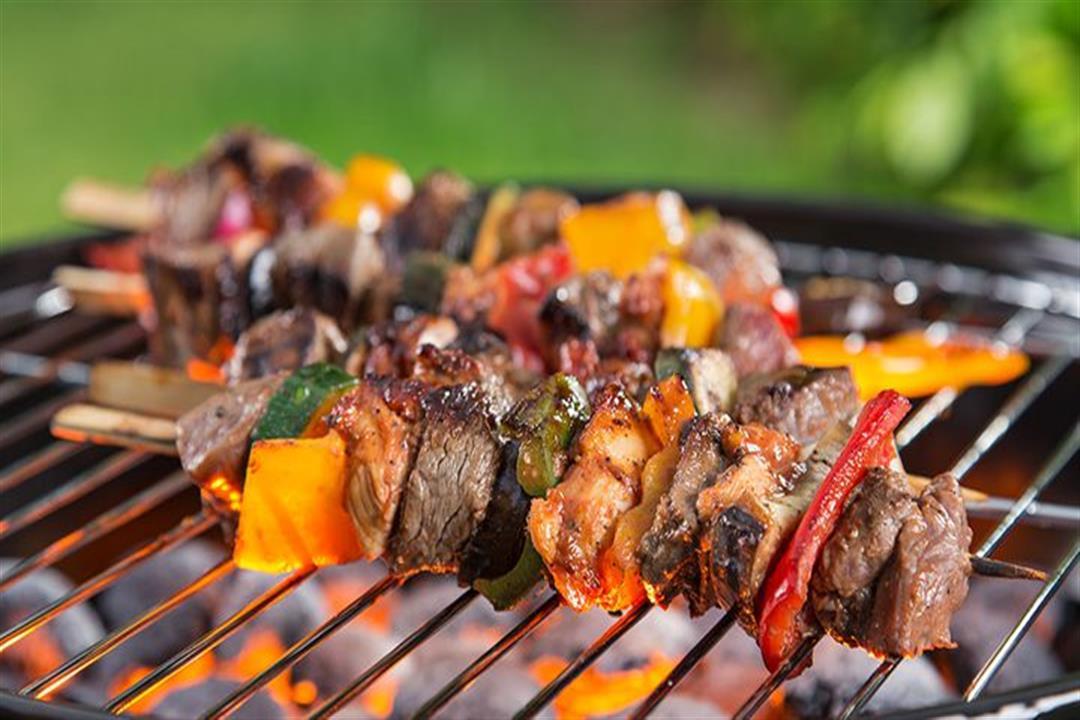 """أخطرها """"السرطان"""".. 4 أضرار يسببها شواء اللحم على الفحم"""