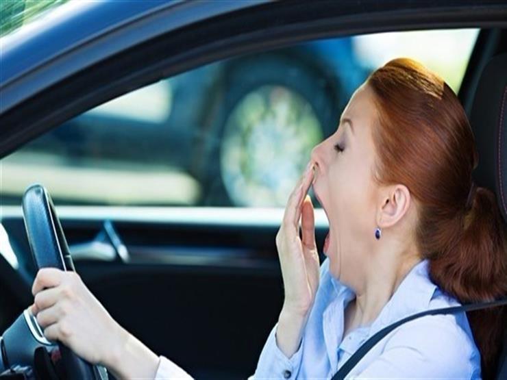كيف تتخلص من النوم أثناء قيادة السيارة؟