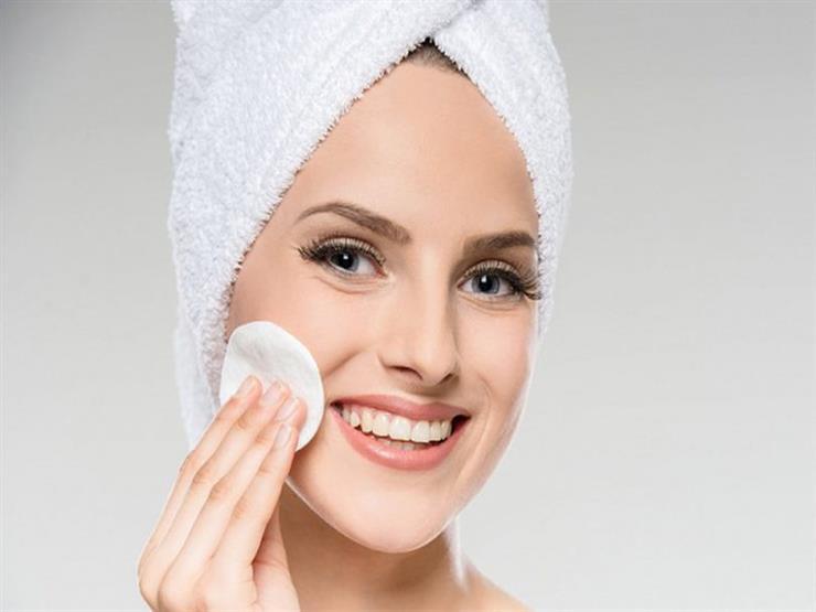 اتبعي هذه الطرق لتنظيف بشرتك الجافّة