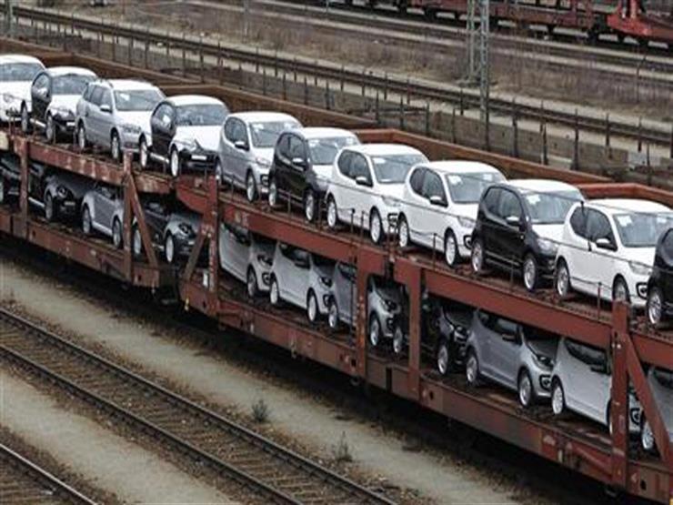 """لهذا السبب.. نشطاء في ألمانيا يوقفون قطارًا محملًا بسيارات """"فولكس فاجن"""""""
