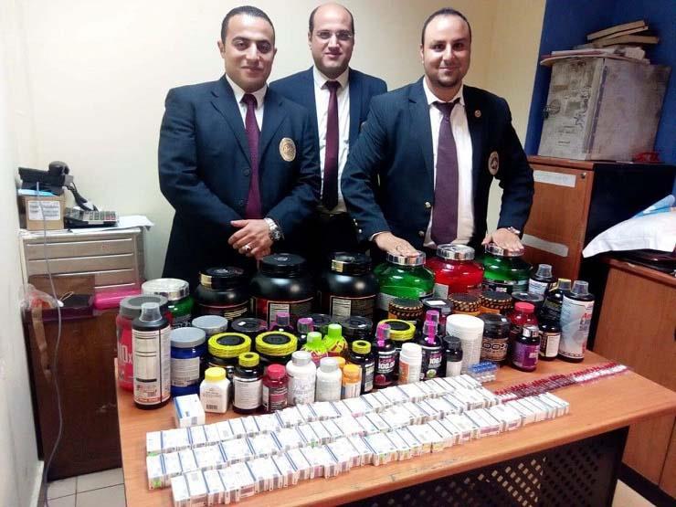 ضبط أدوية ومكملات غذائية مع راكب مصري بمطار شرم الشيخ