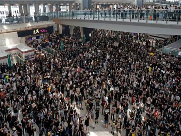 اعتقال 5 أشخاص وإصابة شرطيين في تظاهرات بمطار هونج كونج