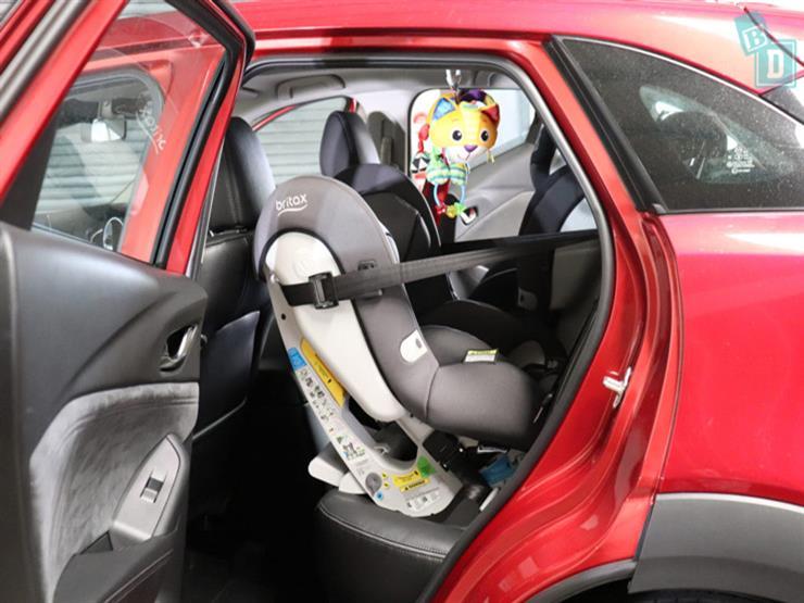 لهذا السبب.. خبراء يوصون بشد حزام الأمان المدمج بمقعد الطفل