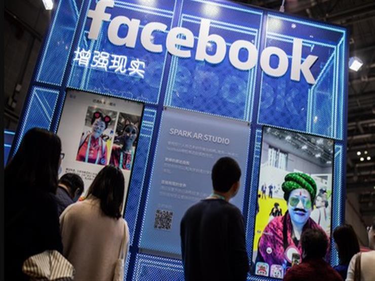 """مفاجأة.. """"فيسبوك"""" تعترف بتوظيف المئات لسماع محادثات المستخدمين"""