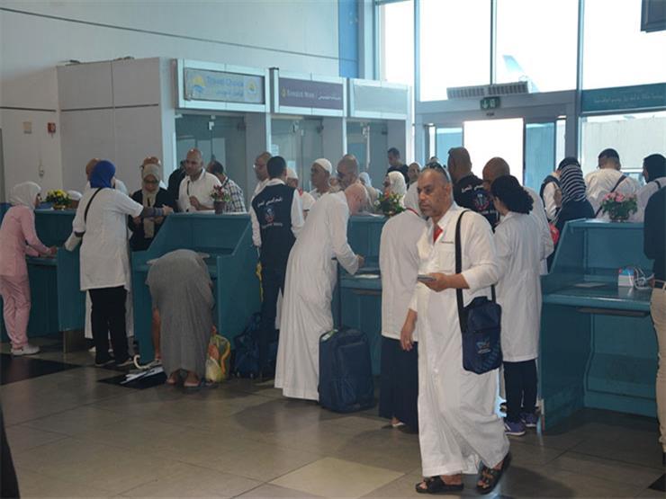 وزير الطيران يتفقد الصالة الموسمية لمتابعة وصول الحجاج