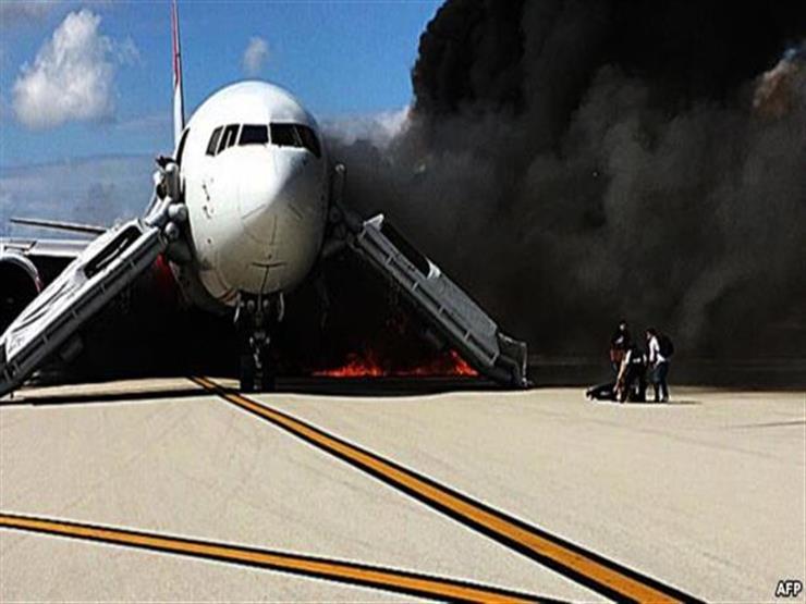 اشتعال النيران في طائرة ركاب لدى هبوطها اضطراريا قرب موسكو