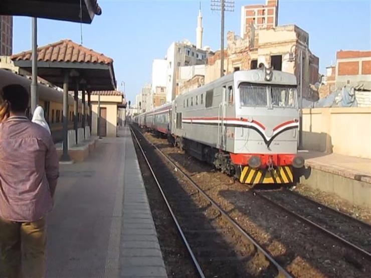 """السكة الحديد تحذر من إلقاء الحجارة على القطار: """"مش هيقف في المحطة"""""""