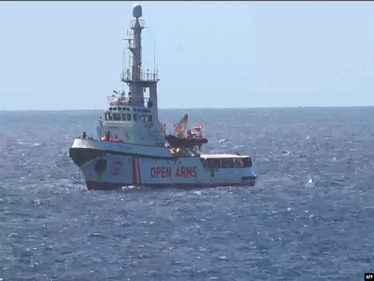 إسبانيا تعرض استقبال أقرب موانئها لسفينة أوبن أرمز لإنقاذ المهاجرين