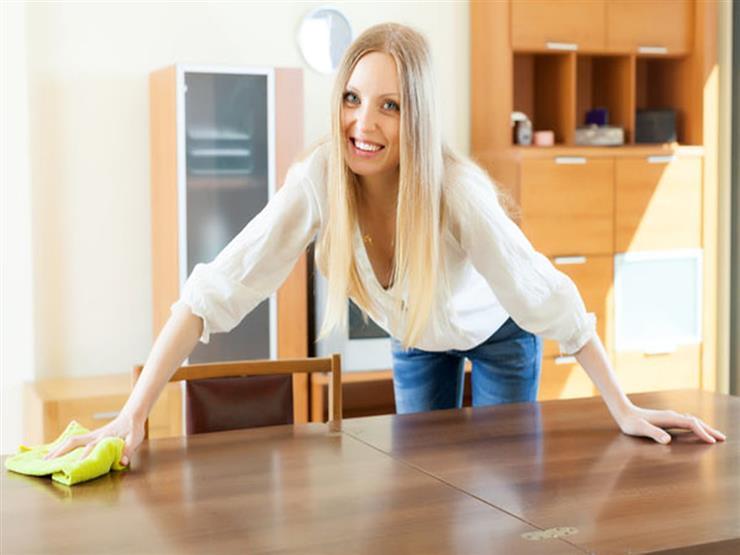 منها الشاي والليمون.. مواد تنظيف منزلية لقطع الأثاث الخشبية