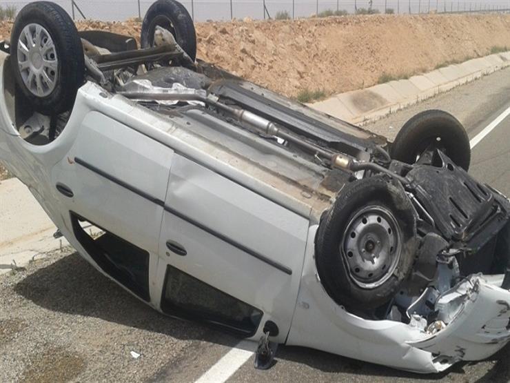 مصرع عامل وإصابة شقيقه في حادث انقلاب سيارة بالفيوم