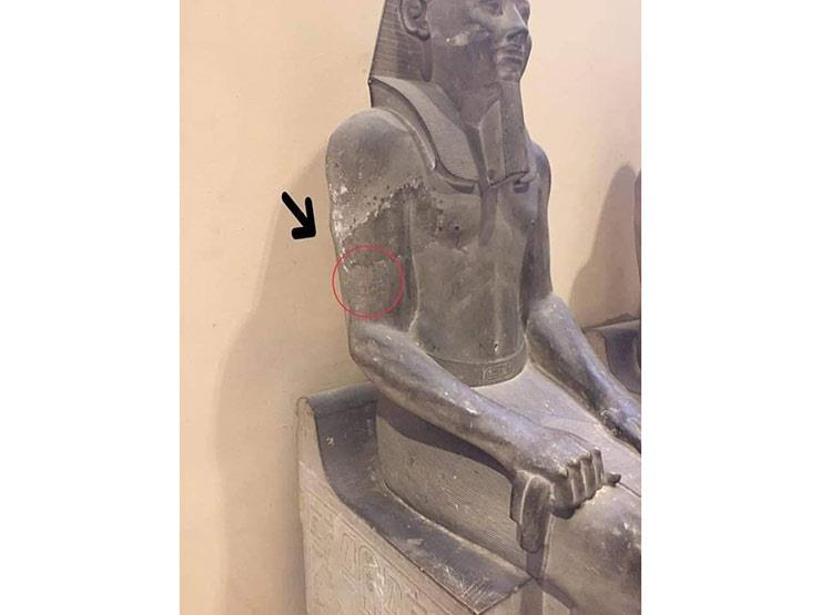 """""""زائر حاول حفر اسمه"""".. مدير المتحف المصري: عالجنا خدش تمثال """"سنوسرت"""""""
