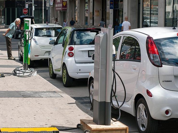 كيف تؤثر الأجواء الحارة على كفاءة بطارية السيارة الكهربائية؟