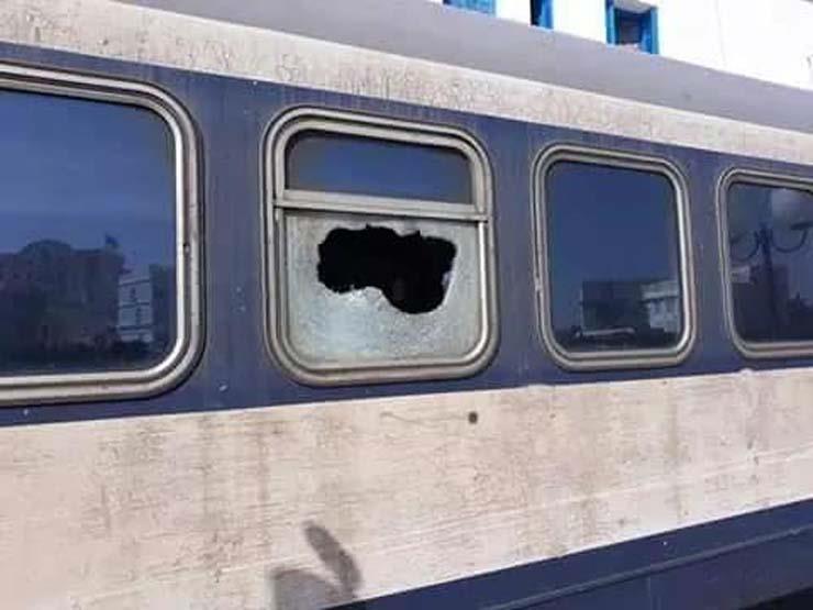 """بعد تحذير """"النقل"""".. قائد قطار يكشف مخاطر قذف القطارات بالحجارة"""