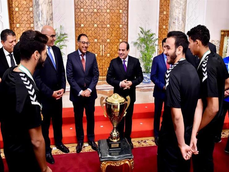 السيسي يمنح ناشئي اليد وسام الجمهورية من الطبقة الأولى