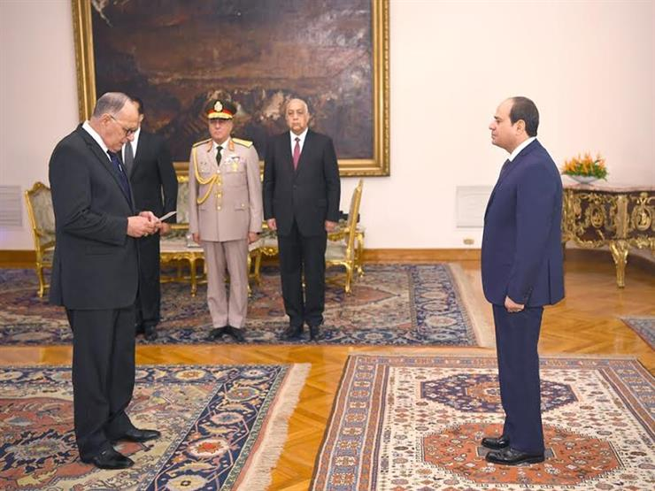رئيس هيئة قضايا الدولة يؤدي اليمين الدستورية أمام الرئيس السيسي