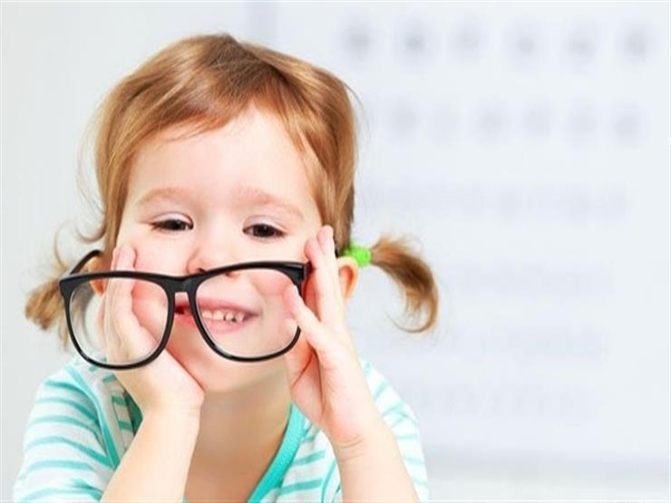 عادات صحية تحمي طفلك من مشاكل الإبصار
